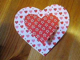 หารายได้เสริม ด้วยงานฝีมือพับกระดาษรูปหัวใจ ค่าแรงร้อยละ 18 บาท เป็นรายได้พิเศษทําที่บ้าน เหมาะสำหรับผู้ที่ชอบงานพับกระดาษ สามารถทำเป็นงานเสริมรายได้ อาชีพเสริมทํางานที่บ้านได้