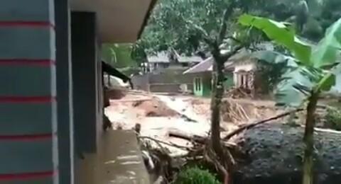 Banjir Bandang Terjang Tiga Kecamatan di Tasikmalaya, 3 Orang di Kabarkan Meninggal Dunia