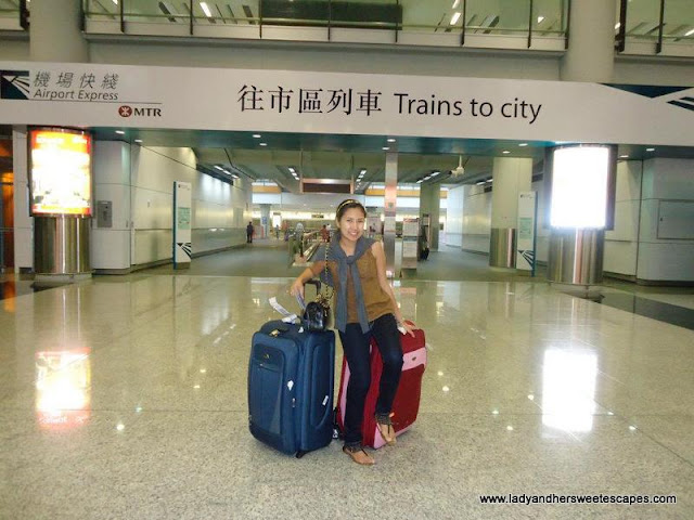 Lady's travel in Hongkong for the Do-It-Your-Self Tour