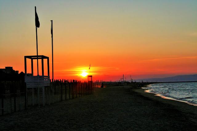 sabbia, lido, spiaggia, mare, sole cielo, tramonto, ombrelloni