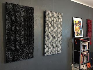 valmiit akustiikkataulut seinällä