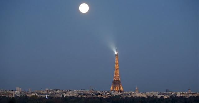 Eclipse -Super Lua - Paris- França - Charles Platiau
