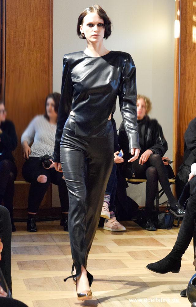 Schulterpolster bei Antonia Goy, Alien Nation, Fashionweek Berlin, Januar 2017