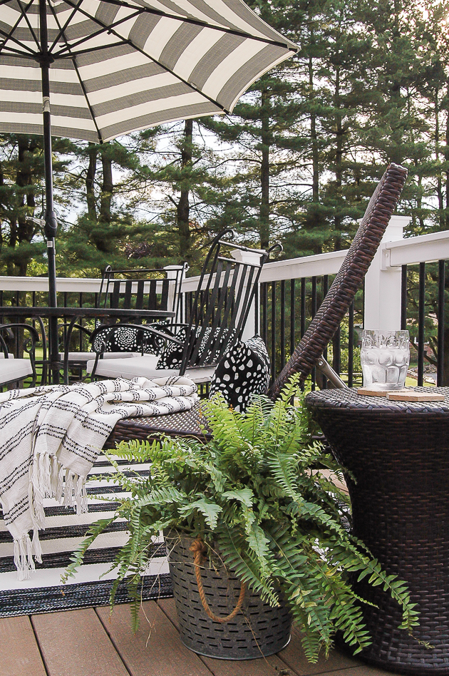 neutral summer deck, outdoor decor, wicker furniture