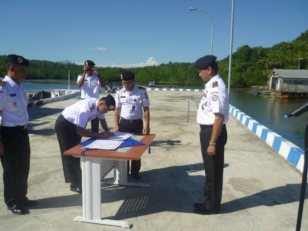 Kepala Zona Maritim Tengah Kukuhkan Jabatan Dua Komandan Kapal