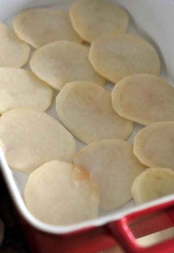 Sliced-Potatoes-Baking-Dish-tasteasyougo.com