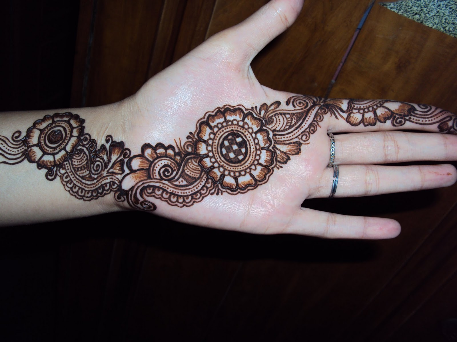 Simple Henna Designs: Simple And Beautiful Mehndi Designs