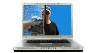 Cara Aman dan Benar Membersihkan Layar Laptop