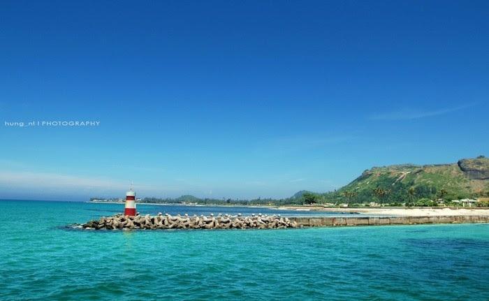 Ngọn hải đăng xinh đẹp trên đảo Lý Sơn
