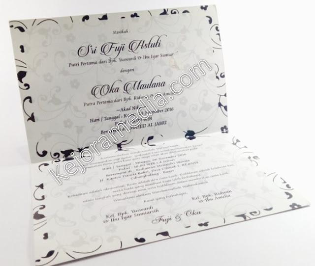 contoh undangan pernikahan warna hitam putih