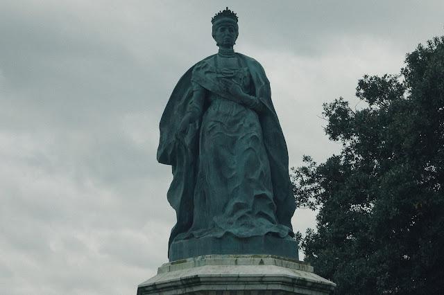 マリア・クリスティーナ像(Maria Cristina Erreginaren Estatua)