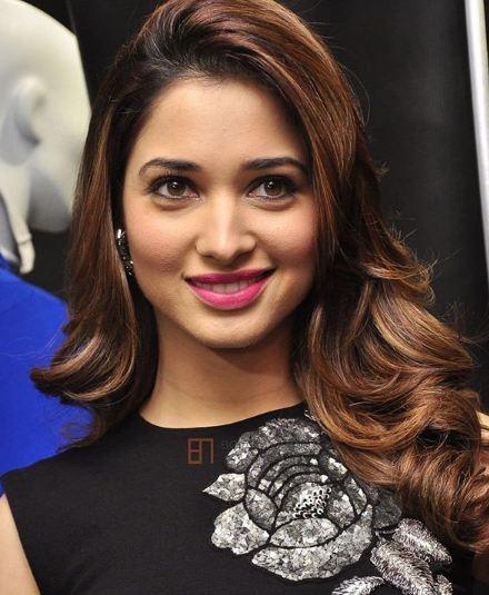 Tamannaah ने बताई Virat Kohli से रिश्ते की सचाई | Bollywood News