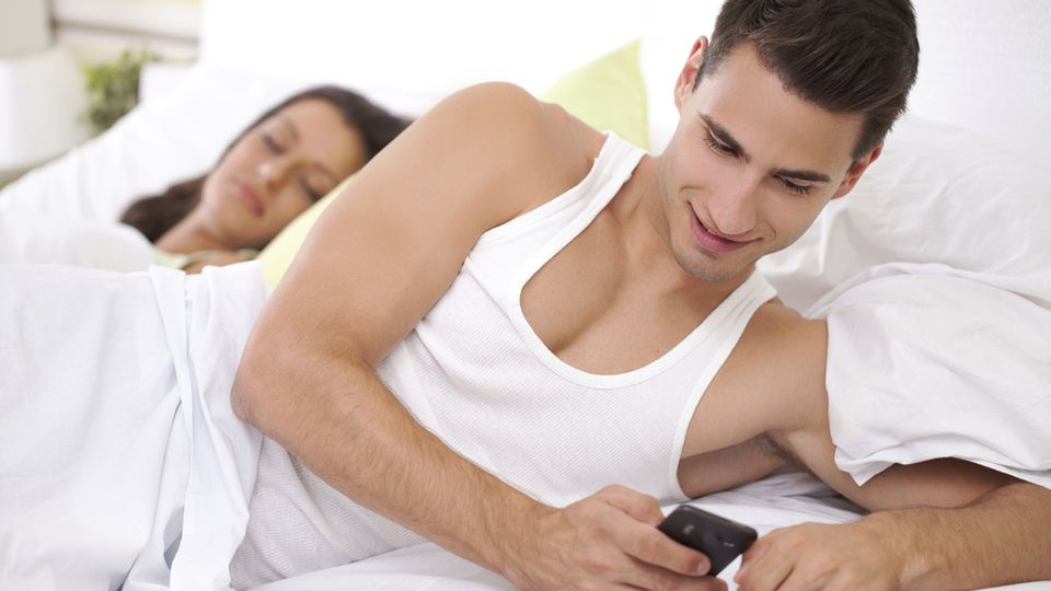 7 Signs That Your Man Is Cheating On You