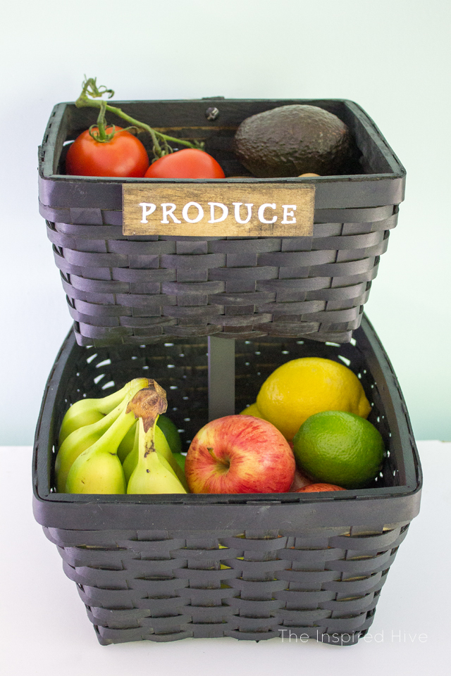 Love this idea to store fresh produce in a farmhouse style stand made out of woven baskets! So easy to DIY!
