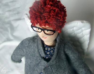 Krysia to uszyła - anielica tilda w okularach i kolczykach, szary anioł na prezent