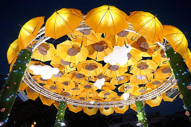 DSC06521 - 太平景點│臺中市屯區藝文中心傘亮花博裝置藝術,帶我走或把傘留給我