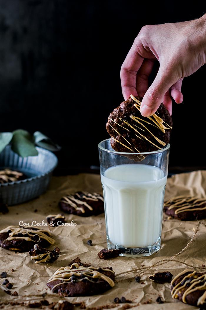 Cookies veganas de cacao, banana y avena