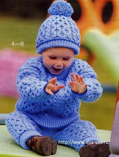 Штанишки, кофточка и шапочка для мальчика связанные спицами.