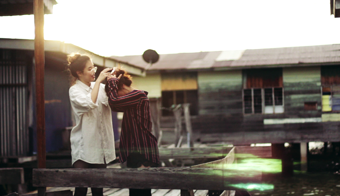 Brunei Blogger May Cho of The Mayden and Shi Min of discofissh | Kampung Ayer, Golden Hour