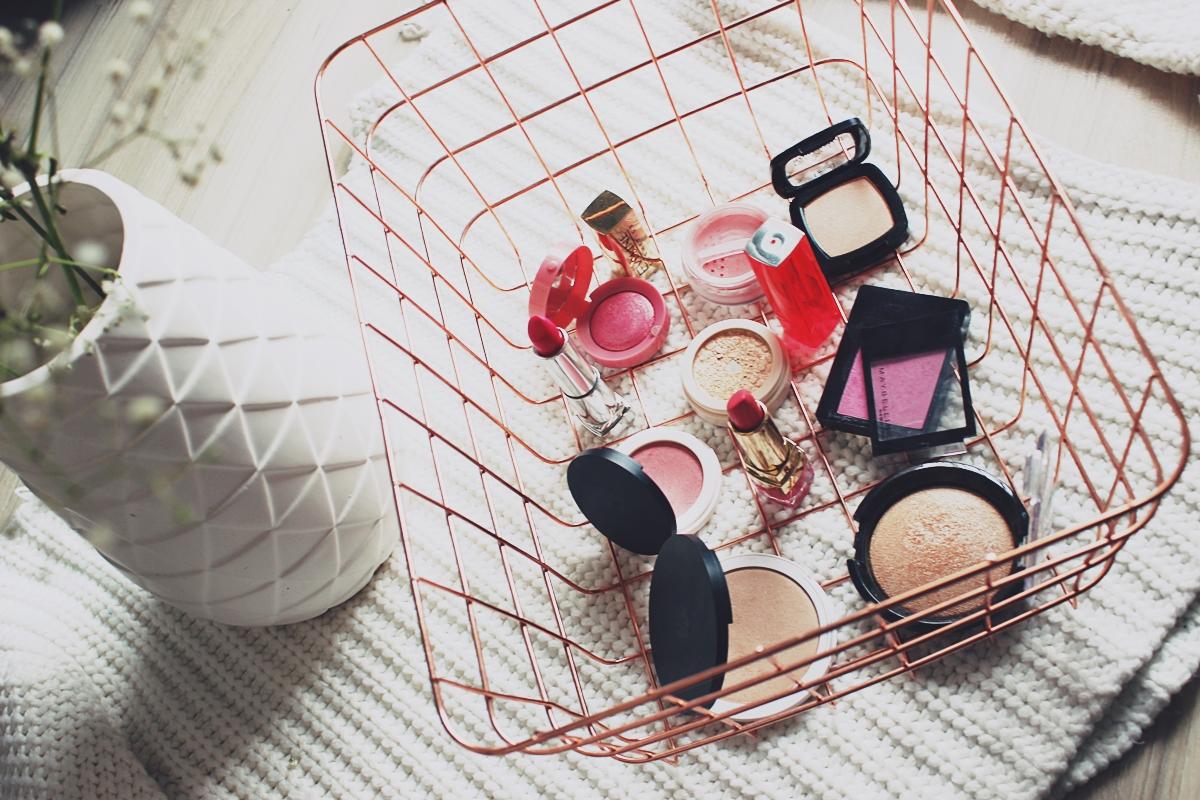 #wiosennik barwy wiosny wiosenny makijaż kosmetyki na wiosnę