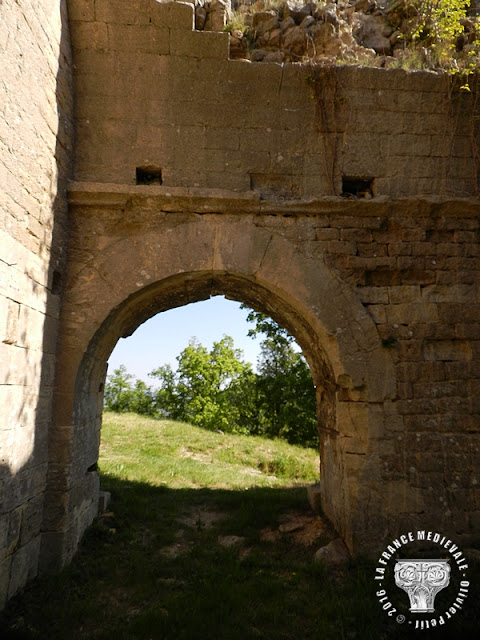 SABRAN (30) - Château-fort
