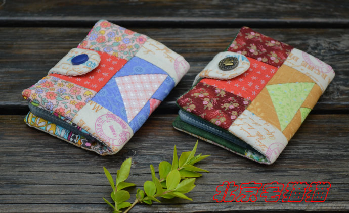 Business Card Holder  Patchwork. Tutorial Instructions for sewing in a photo.