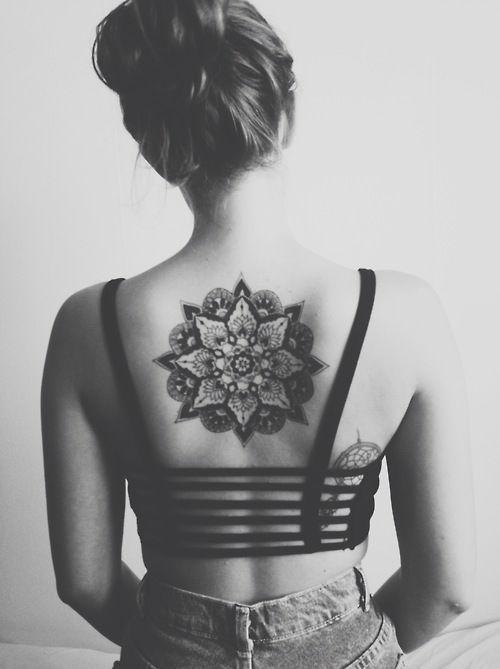 tatuajes para mujeres en la espalda de dragones
