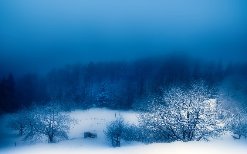 04-Blue-Snow-Evening-Matt-Story-Serenity-in-Hyper-Realistic-Paintings-www-designstack-co