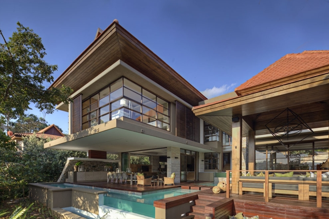 Contemporary South African SGNW House by Metropole Architects as seen from the backyard