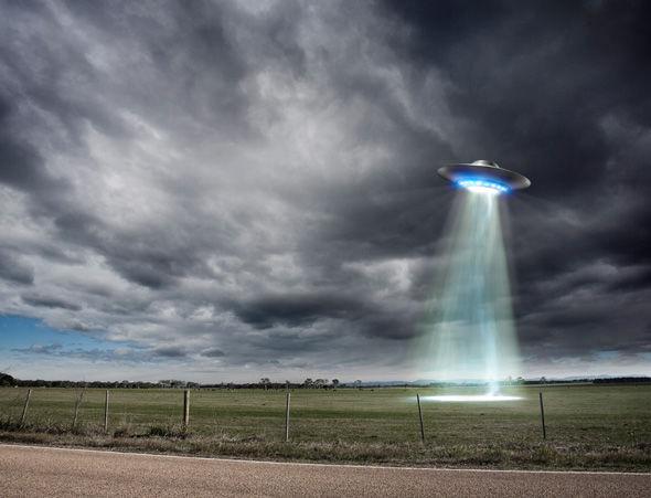 El testigo ha manifestado que en la Base de Guántanamo era bastante común ver Ovnis sobrevolando, además de los que se podían ver que se sumergían y emergían del Océano.