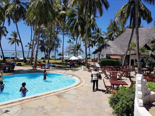 basen, plaża, bar na plaży