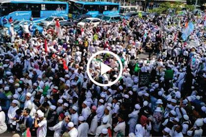 Ribuan Pendukung Ulama Lantunkan Surat Yasin Dengan Merdu Di Depan Polda Metro Jaya