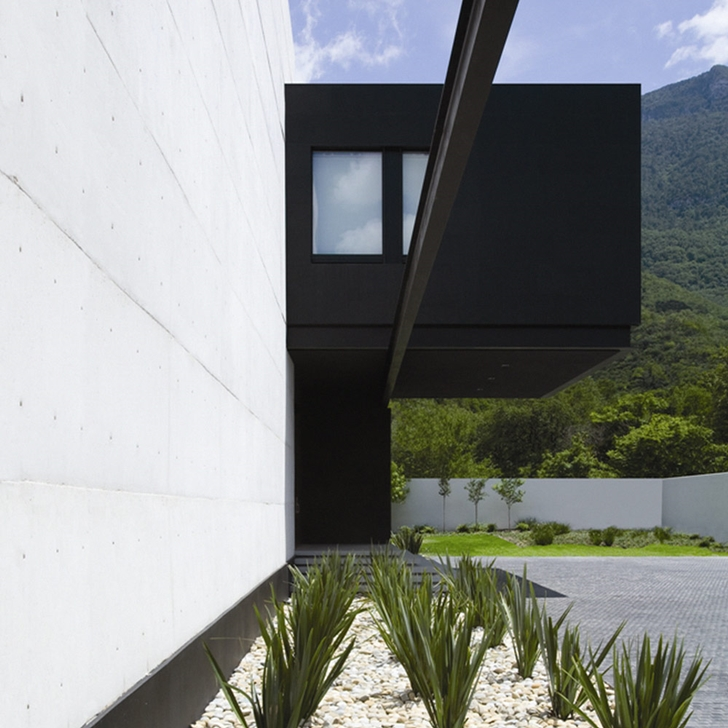 Modern facade of Modern contemporary CT House in Mexico