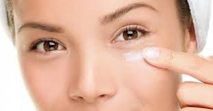 cara mengatasi kerutan, garis halus dengan bahan-bahan alami agar kulit di bawah mata lebih kencang