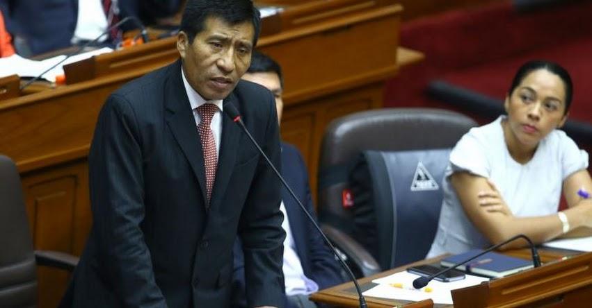 Congresista Fujimorista Moisés Mamani fue bajado de avión acusado de realizar tocamientos indebidos, según comunicado de línea aérea
