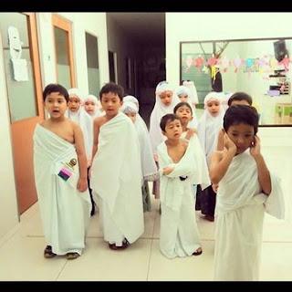 Shalat berjamaah manasik haji anak