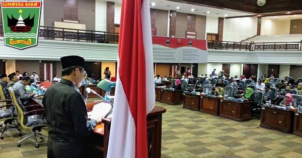 Gubernur Irwan Hadiri Rapat Paripurna DPRD Sumbar, 2 BUMD Resmi Ditutup