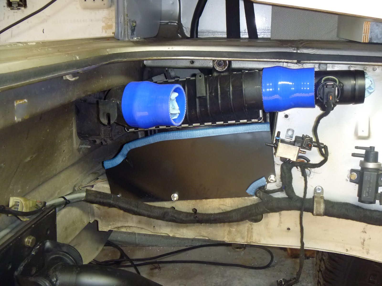 medium resolution of the bundle loom right below them is our modified ahu tdi harness installed and completely interfaced with the vanagon wiring harness in the junction box to