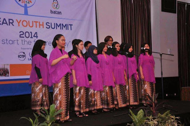 Grand Opening - Paduan suara memimpin lagu Indonesia Raya | nys2014