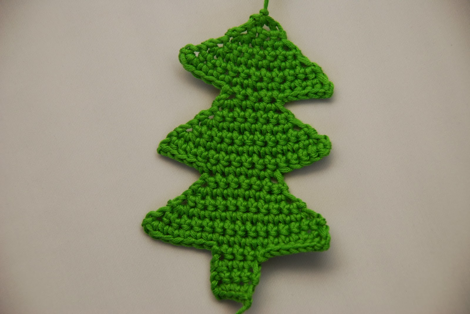 Amjaylou: Crochet Christmas Tree Decoration