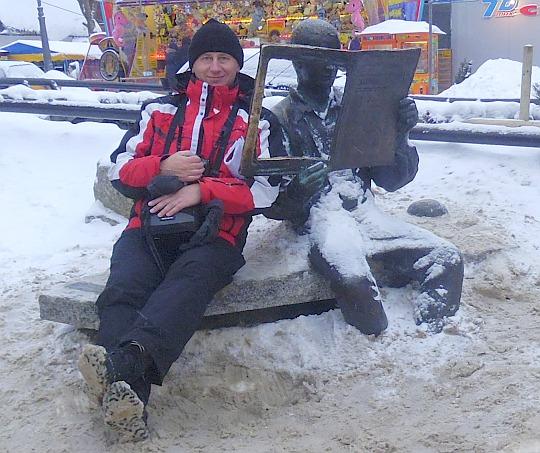 Pomnik Tygodnika Podhalańskiego przy oczku wodnym na Krupówkach