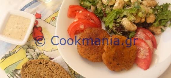 Μπιφτεκάκια χωρίς αυγό και γίγαντες σαλάτα - by https://syntages-faghtwn.blogspot.gr