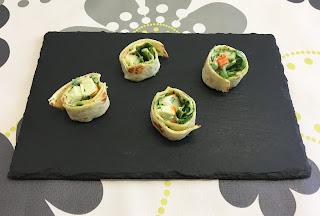 Rollitos de surimi, espinacas y mayonesa de albahaca