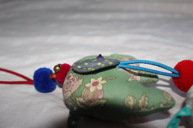 coser guirnalda de elefantes de tela.