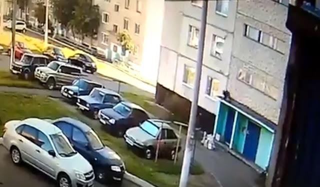 В Башкирии женщина разбилась, выпав из окна