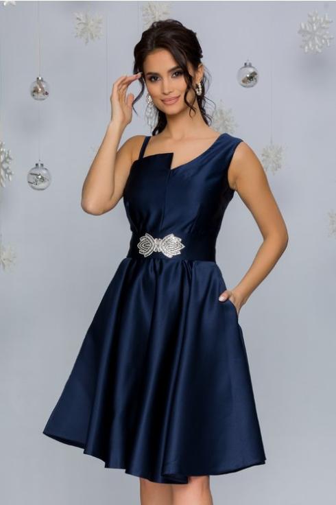 Rochie bleumarin eleganta Cu detaliu in talie Decolteu cu decupaj Croiul clos