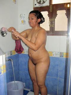 aunty nude bath