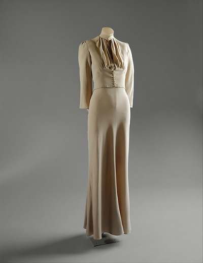 Wallis Simpson Wedding Gown displayed on dress form