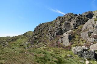 A narrow path leads uphill through grass to the left of the rocky Daear Ddu ridge.