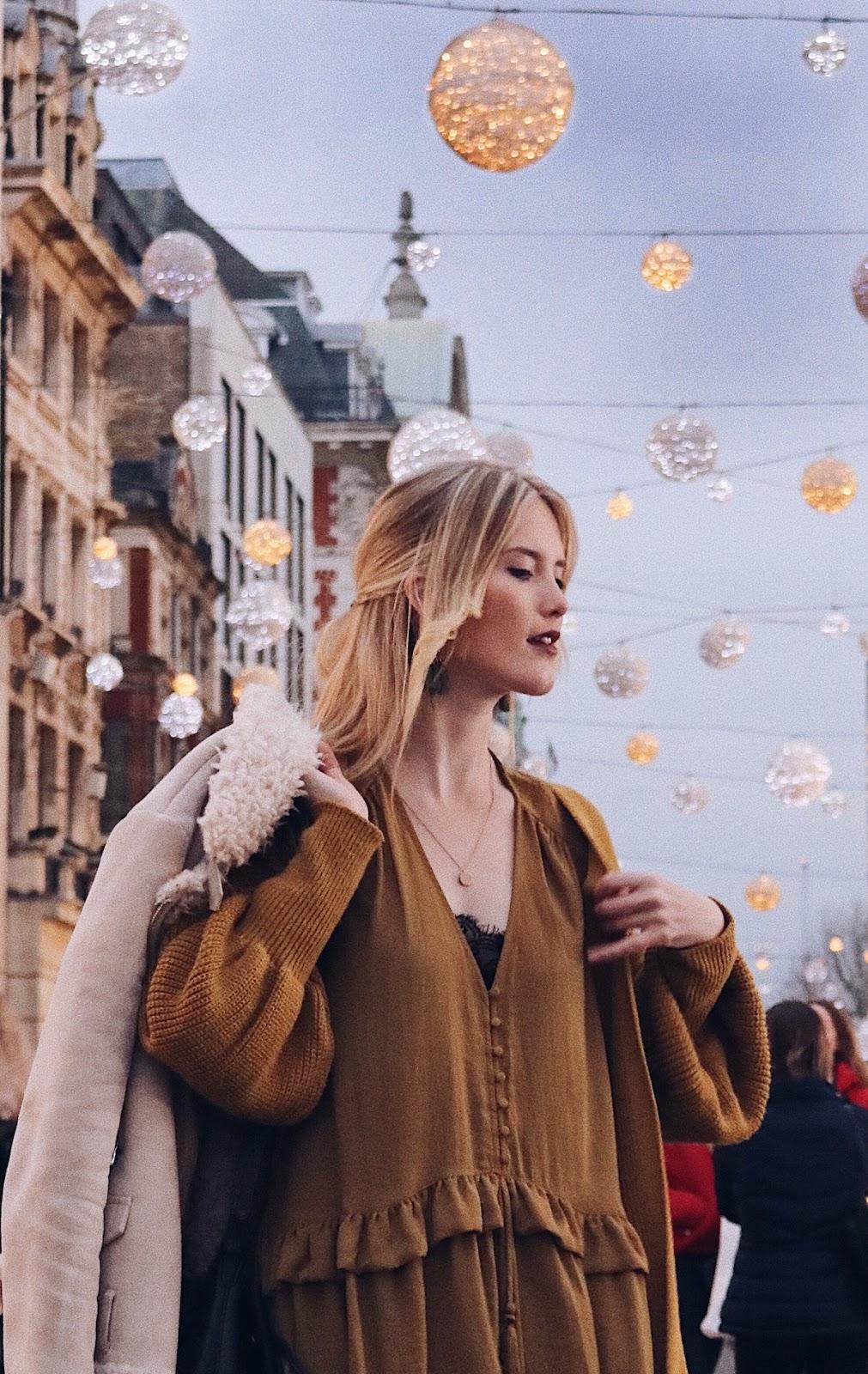 Fashion Outfit: zur blauen Stunde an der weihnachtlichen Oxford Street, London.